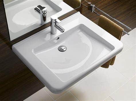 comment fixer un lavabo dans la salle de bain