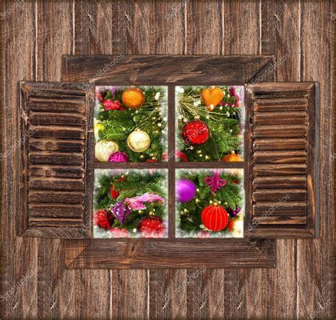Weihnachtsdeko Fenster Stock by Holzwand Mit Fenster Und Weihnachten Dekoration