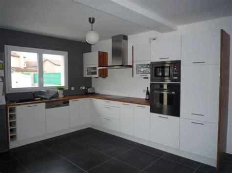 cuisine blanche et mur gris photos cuisine blanc et gris