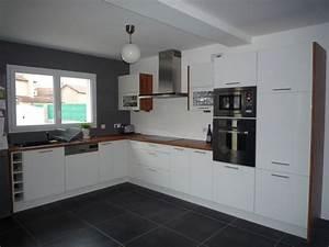Photos cuisine blanc et gris for Meuble de salle a manger avec cuisine avec carrelage gris clair