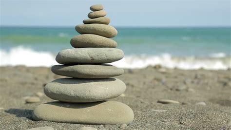 Steine Aufeinander Gestapelt by Zen Balance On The Sand To The 1920x1080 Stock