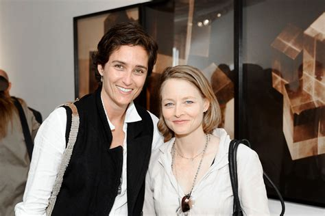 jodie foster   put   wife  bars dish nation entertaining entertainment