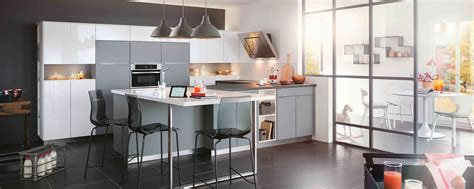 cuisine chene clair plan travail noir cuisine moderne ambiance mobalpa