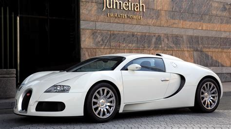 The bugatti veyron 16.4 grand sport is the world's fastest and most exciting roadster, and will be displayed to the public for the first time on the afternoon of august 16, 2008, outside the lodge at pebble beach. Bugatti Veyron Grand Sport White - Front | HD Wallpaper #147