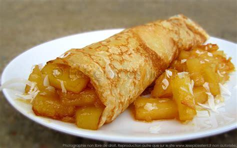 dessert avec de l ananas frais cr 234 pes des 238 les 224 l ananas caram 233 lis 233 et coco les 233 pices rient