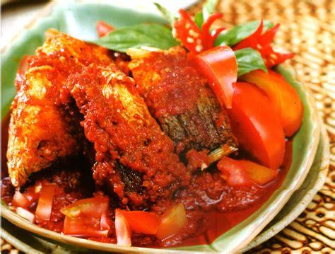 Ikan bakar kakap merah disajikan dengan sambal. Kakap Bakar Bumbu Bali - Pengalaman Makan Ikan Kakap Panggang Bungkus Garam Di Karma Beach Bali ...