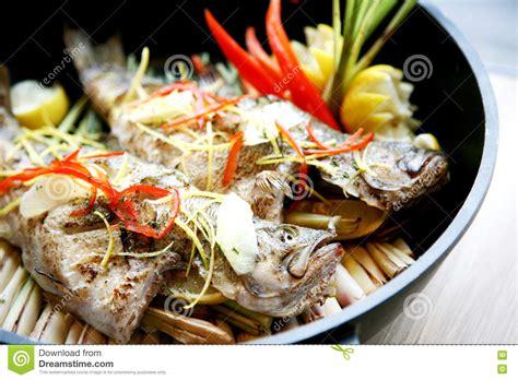 steamed grouper plate japanese restaurant restauran pa sauce fish lime fillet chili dressing japansk plattan restaurang stil