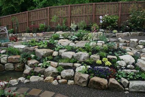 Garten Gestalten Mit Blumen Und Steinen by Steingarten Gestalten Zwischen Den Steinen Ist Platz F 252 R