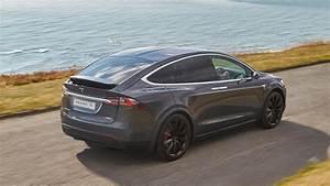 Modele X Tesla : tesla model x 2018 review a pioneer under siege car magazine ~ Medecine-chirurgie-esthetiques.com Avis de Voitures