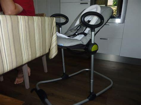quand mettre bébé dans chaise haute transat up de béaba mes jumeaux et moi le quotidien d 39 une maman