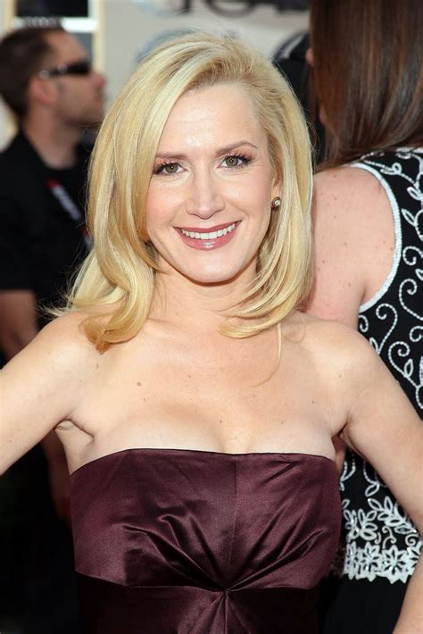 Angela Kinsey Bra Size, Height, Weight, Controversial,Body ...