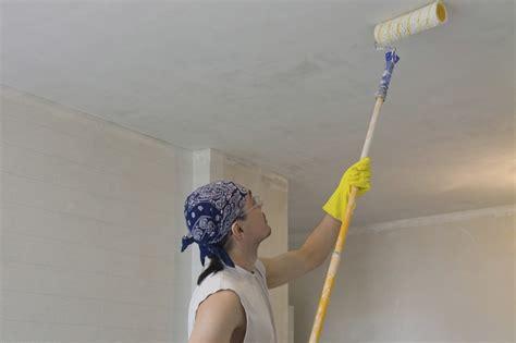 peindre un plafond facilement peindre un plafond facilement technique facile enduit rouleau murs et plafonds parfaitliss with