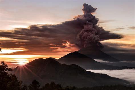 bali volcano eruption imminent prompting mass
