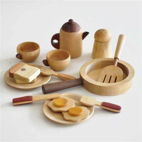 jouets cuisine en bois les jouets en bois idées créatives d 39 amusement archzine fr