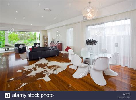 Modernes Wohnzimmer In Australischen Herrenhaus Stockfoto