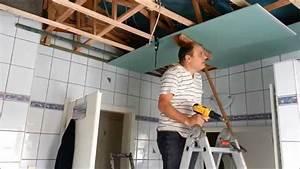 Rigips Decke Anbringen : mit rigipsplatten die decke im bad umbauen erneuern teil 2 youtube ~ Frokenaadalensverden.com Haus und Dekorationen