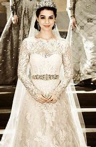 mary queen of scots wedding gown on the set of quotreign With queen mary wedding dress