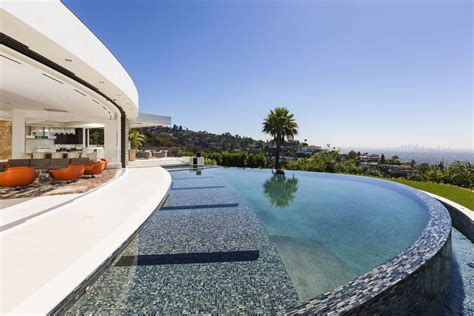 Astonishing Beverly Hills Mansion With Incomparable Glamour