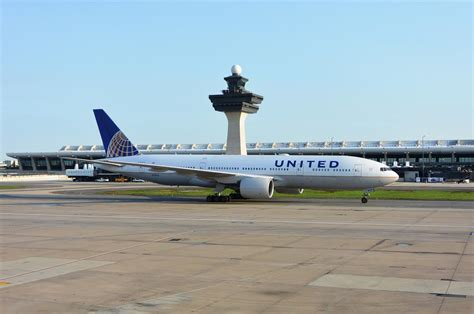 airports authority  united airlines execute long term