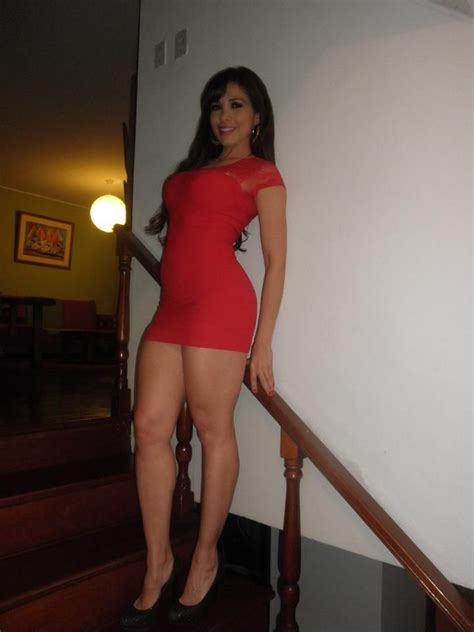 gorgeous brunette girl  perfect hot body waiting