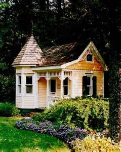 Tiny Victorian Cottage House