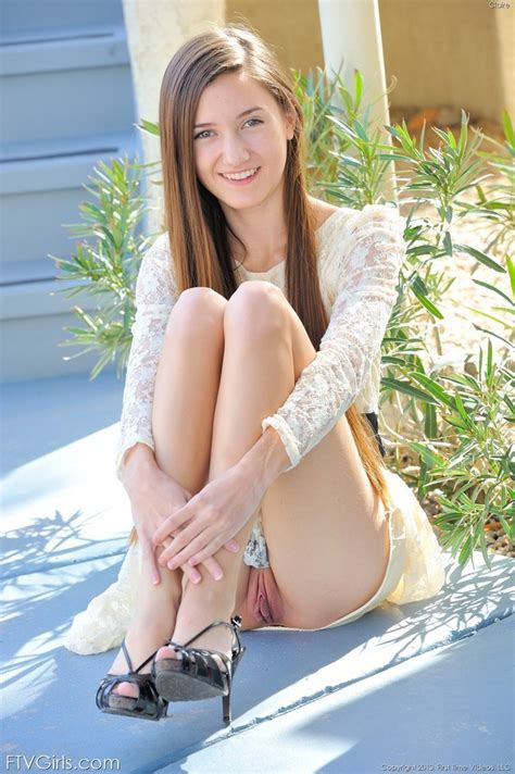 Skinny Flexible Teen Stretches Legs For Hot Naked Upskirt Outdoors Pornpics Com