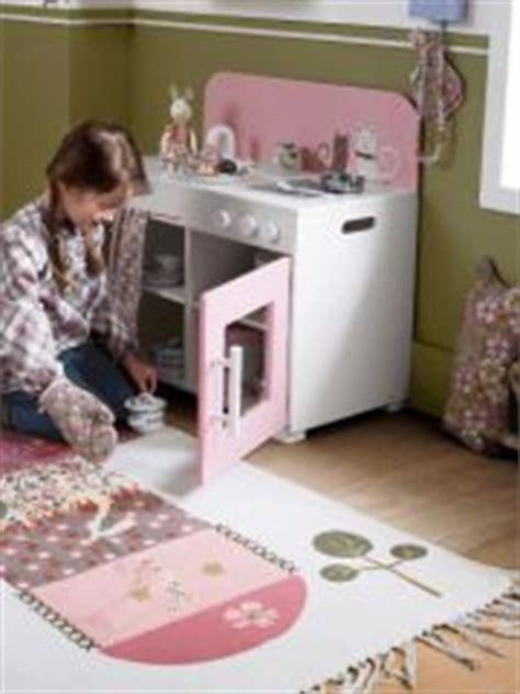 jouer a cuisiner cuisine en bois jouet pas cher cuisine enfant jouet