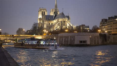 Romantic Dinner Boat Cruise Chicago by 7 Delectable Dinner Cruises In Paris Prices Dates And