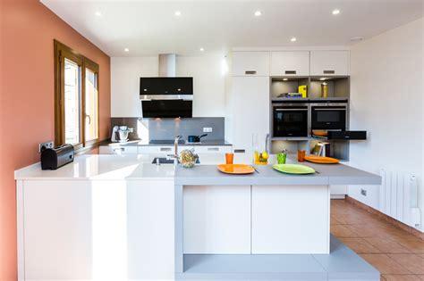 cuisine laquee blanche cuisine leicht avec îlot