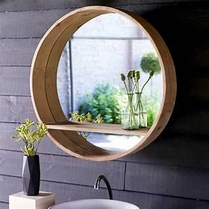 Spiegel Für Gäste Wc : badspiegel rund mit ablage und holzrahmen ohne beleuchtung f r ihr badezimmer inneneinrichtung ~ Watch28wear.com Haus und Dekorationen