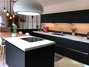 Cuisine Avec Ilot : cuisine blanche et bois avec ilot ~ Melissatoandfro.com Idées de Décoration