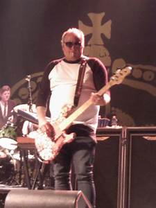 Eric Wilson (bassist) - Wikipedia