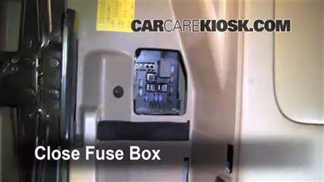 fuse relay box  kium sedona kia sedona