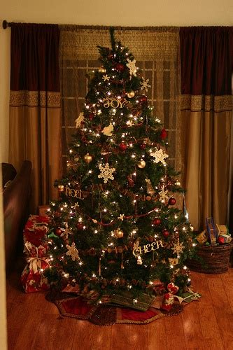 maroon christmas decorations burgundy and gold i trees burgundy and trees