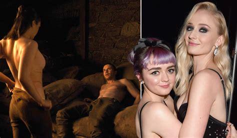 Games Of Thrones Fans Shocked By Sophie Turners Crude Joke