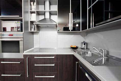 cocina moderna en tonos blancos  wengue fotos