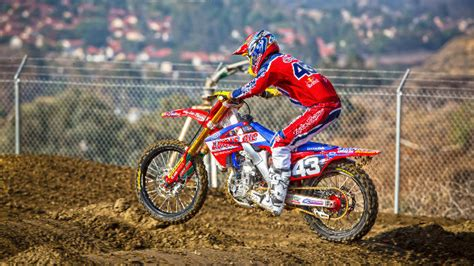 lucas oil pro motocross 2014 troy lee designs starts off 2014 with a bang at a1