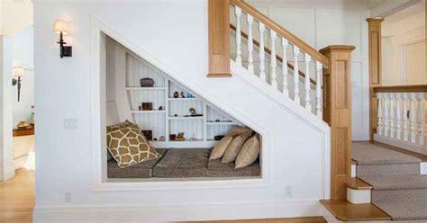 memaksimalkan ruang kosong  bawah tangga hock