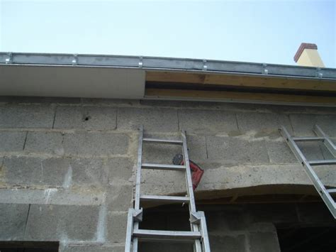 pose lambris pvc sous toiture bricolage maison et d 233 coration