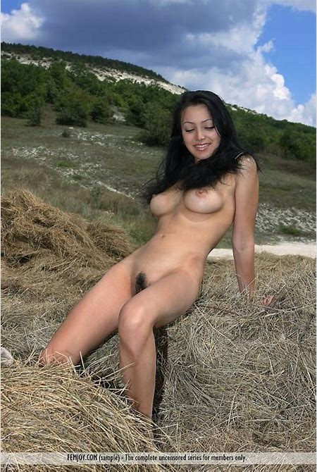 Naked Farm Girl - Beata