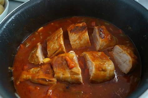 cuisiner un filet mignon au four filet mignon aux poivrons et tomates dans la cuisine de