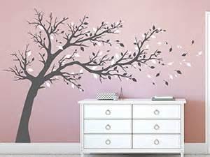 schlafzimmer klein wandtattoo bäume eindrucksvolle baum motive wandtattoo de