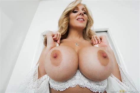 [brazzers] julia ann mommy got boobs stepmom sex ed porn w