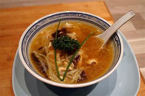 recette cuisine vietnamienne recette de soupe vietnamienne au poulet et nouille de riz