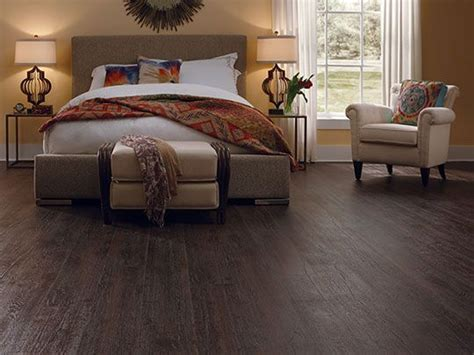 Bedroom Flooring Images by Laminate Flooring Creates A Warm And Comfort Feel In