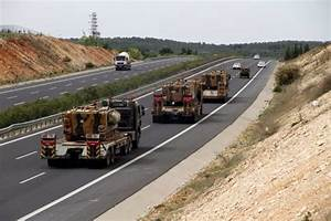 Turkey deployed more troops to it's border with Syria in ...