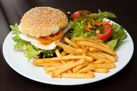 5 delicious food combinations that can make you very sick