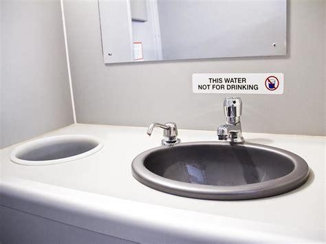 vip toilet  luxury restroom trailer rental service