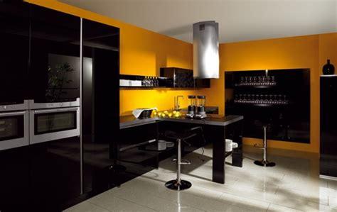 changer le plan de travail de la cuisine quelle couleur de mur pour une cuisine avec des meubles jaunes