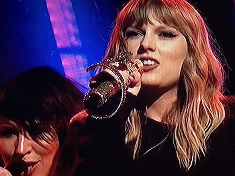 """Taylor performing """"Ready for It?"""" on SNL 11-11-17 with a ..."""